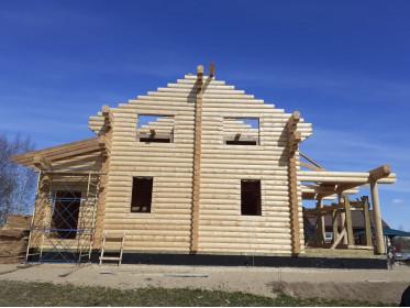 Постройка дома из бревна оцилиндрованного