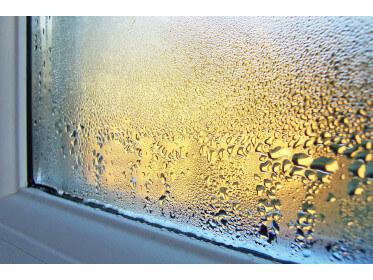 Запотевание пластиковых окон: как устранить проблему